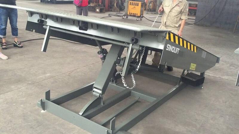 dock leveler cơ khí - sàn nâng cơ.